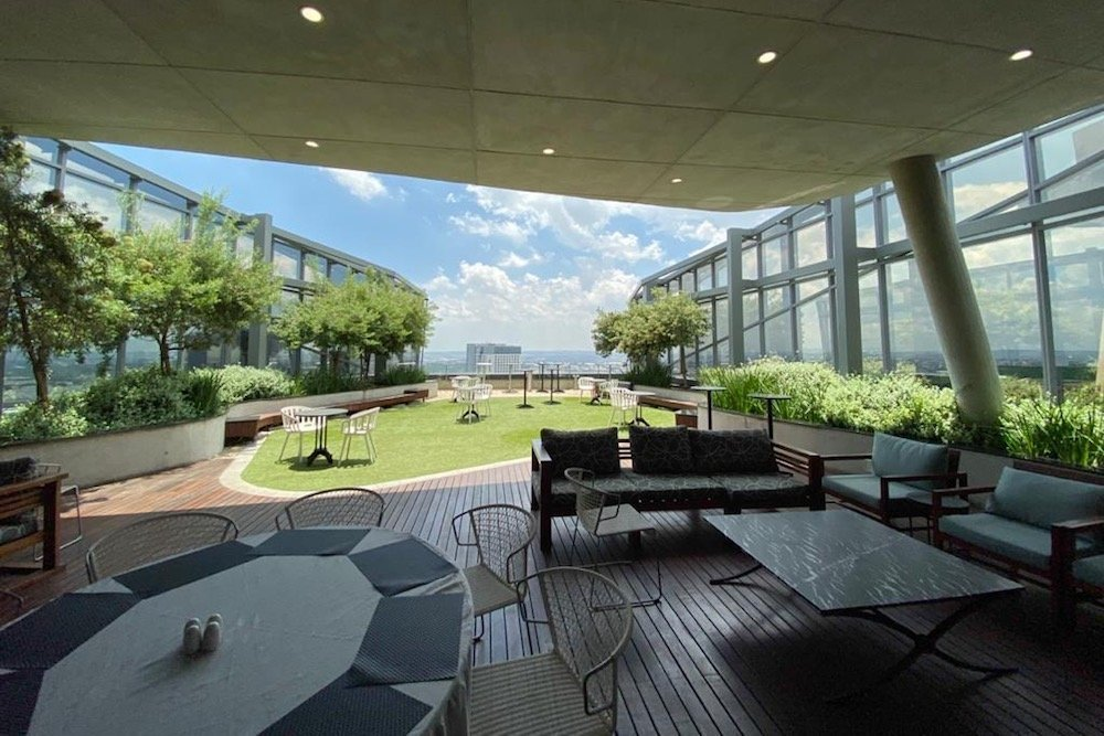 The-Business-Exchange-Office-Space-in-Sandton-140-West-Street-Outside-Seating-Area-1000x667